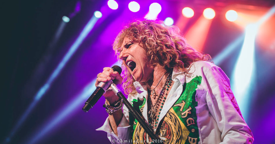 "Whitesnake mostra mais uma música inédita: ""Trouble Is Your Middle Name"""