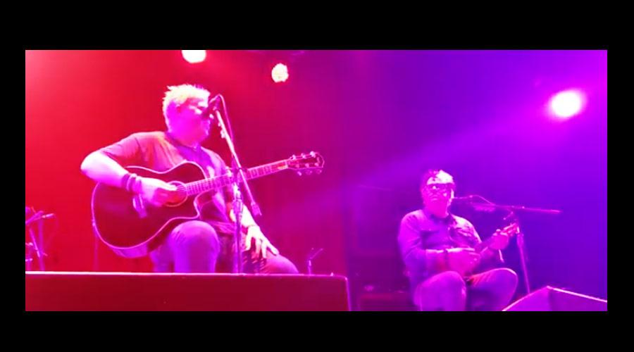 Vídeos: Offspring faz show acústico repleto de versões covers