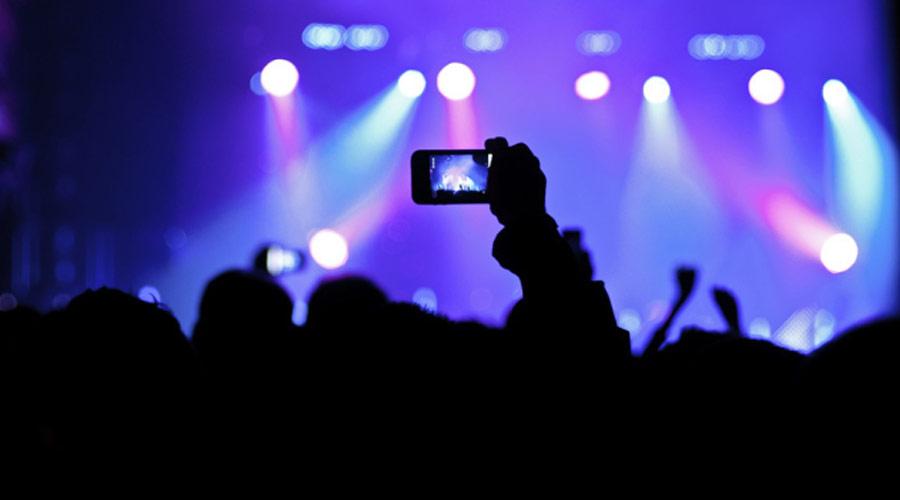 """Ian Gillan diz que o Deep Purple """"se acostumou"""" com fãs filmando os shows com smartphones"""