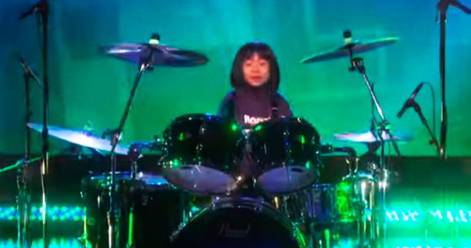 Dave Grohl surpreende baterista de 9 anos após ela tocar música do Foo Fighters na TV