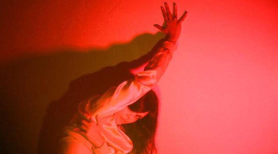 Nova música de Bat For Lashes é inspirada por filmes de vampiros dos anos 80