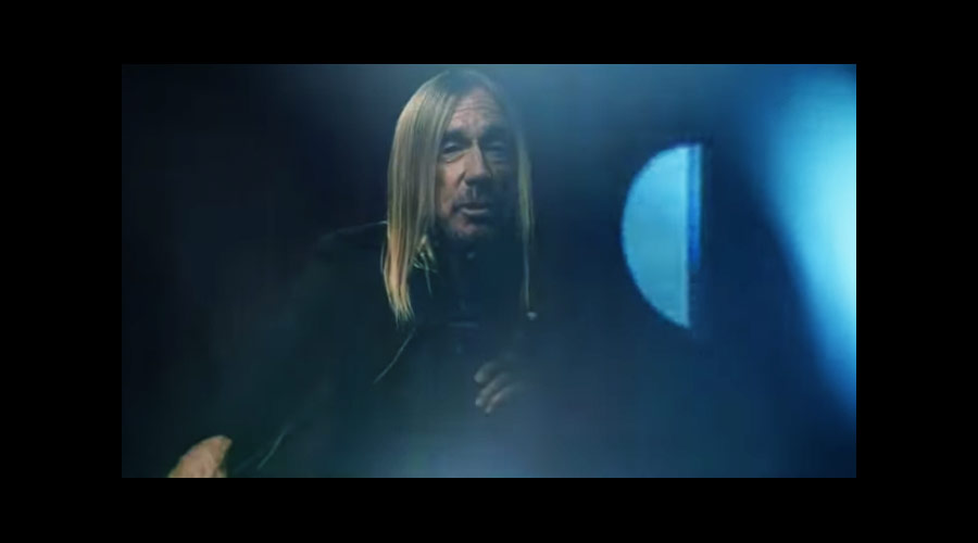 "Iggy Pop libera videoclipe de ""James Bond"""