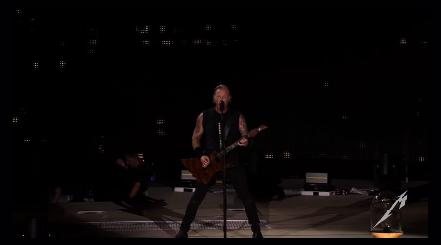 "Metallica libera clipe ao vivo de ""The Day That Never Comes"""
