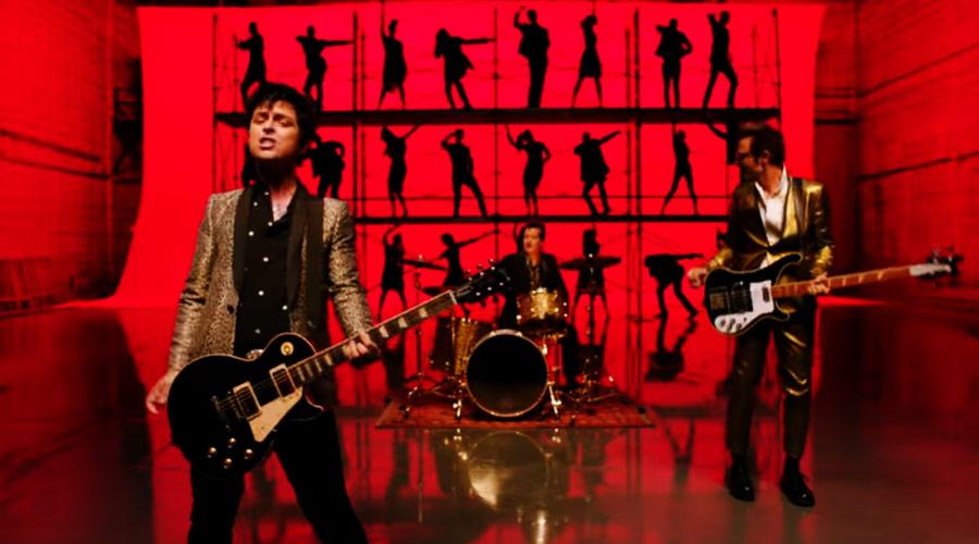 """Green Day: banda lança clipe eletrizante de """"Father of All Motherfuckers"""""""