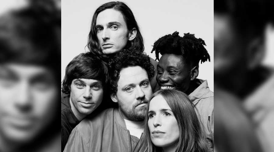 "Metronomy disponibiliza lyric video de seu novo single, ""Wedding Bells"""