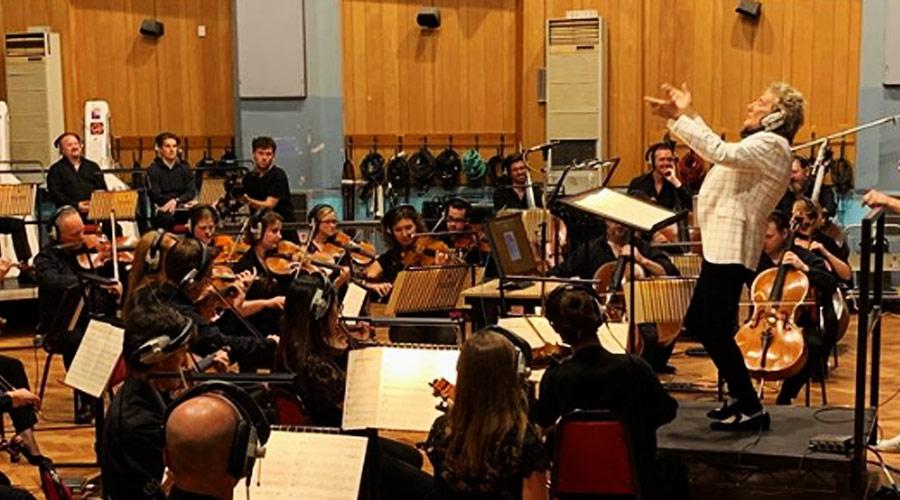 Rod Stewart vence batalha contra o câncer e anuncia novo álbum com orquestra