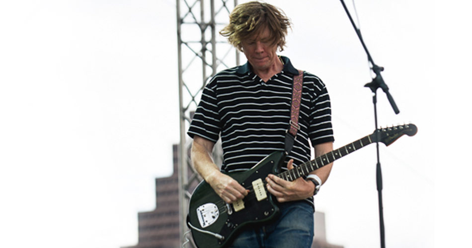 Ouça Thurston Moore, do Sonic Youth, fazendo cover do New Order