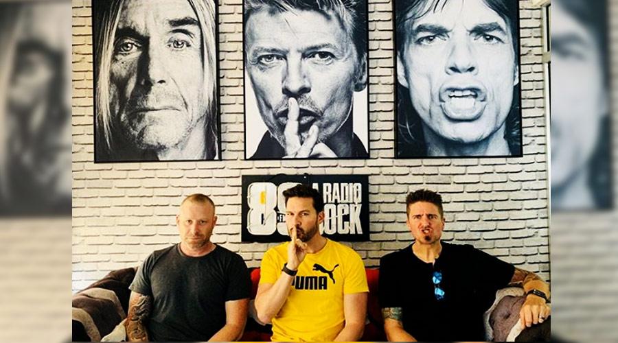 Em visita aos estúdios da 89, Nickelback aborda meme publicado por Donald Trump