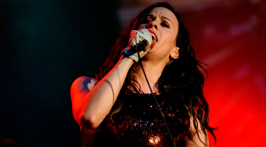 "Alanis Morissette comanda live beneficente do musical ""Jagged Little Pill"""
