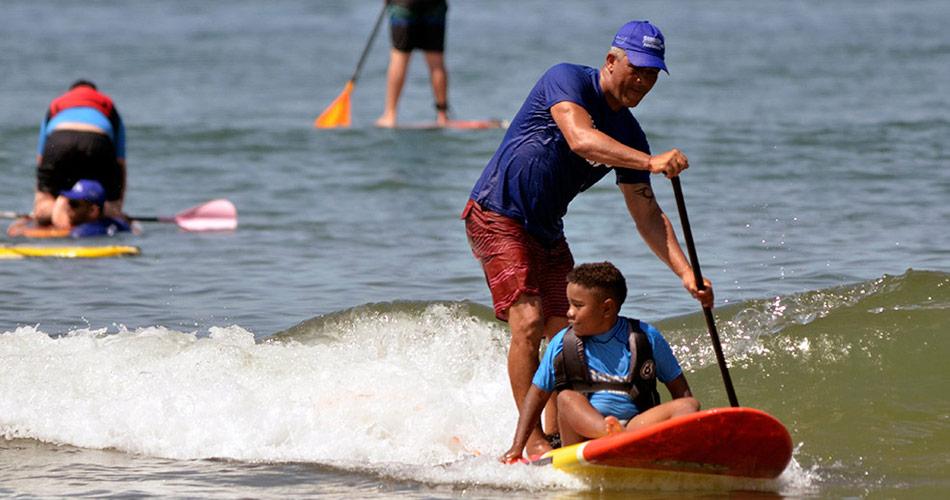 Verão Sobre Pranchas promove aulas gratuitas de SUP, Skate e Surf