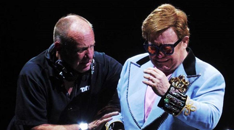 Elton John perde a voz, chora e deixa o palco na Nova Zelândia