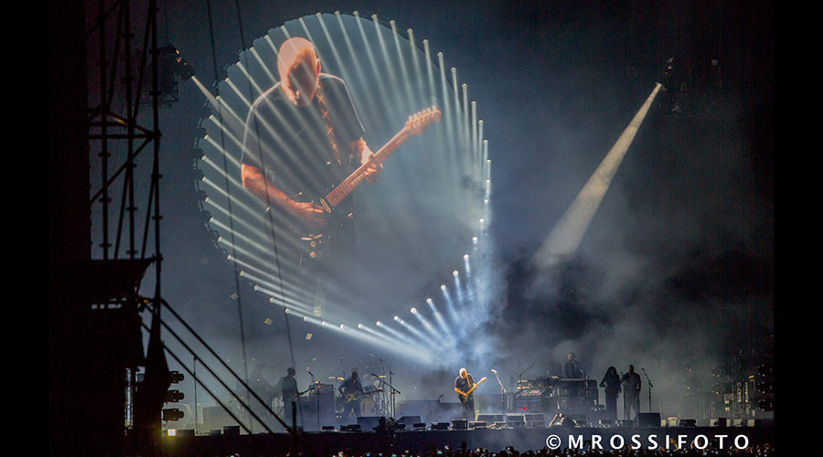 Vídeo mostra David Gilmour, do Pink Floyd, tocando no Allianz Parque (2015)