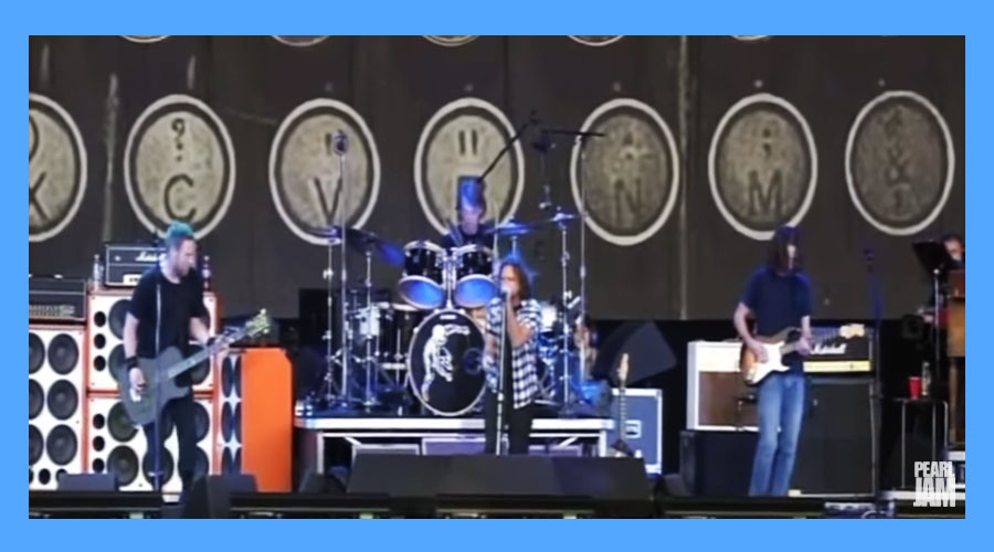 "Pearl Jam libera no YouTube performance de ""Why Go"" no Hyde ParK, em Londres"