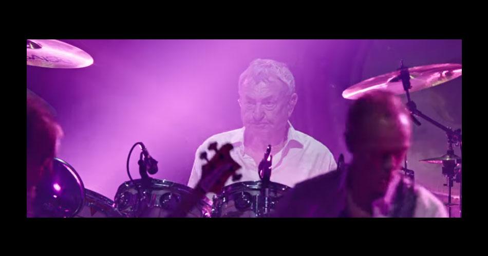 Nick Mason's Saucerful of Secrets, banda do baterista do Pink Floyd, libera vídeo de performance ao vivo