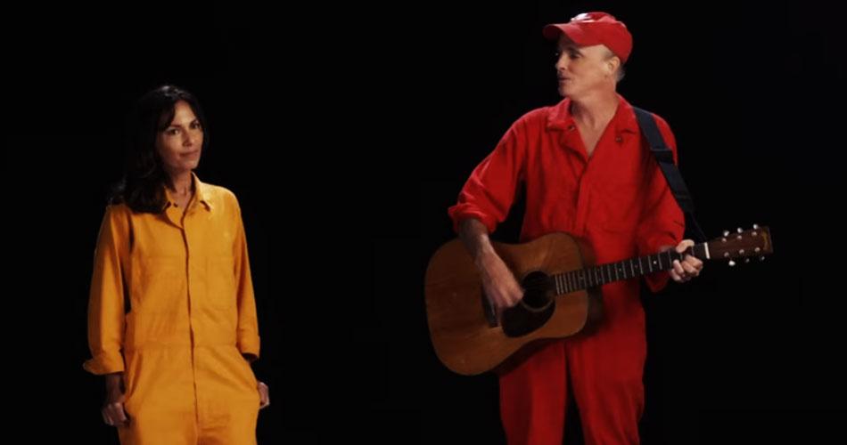 Travis: novo single conta com participação de Susanna Hoffs, do The Bangles; veja o clipe