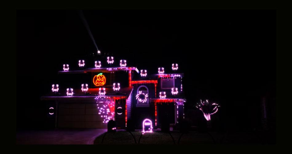Vídeo: californiano cria show de luzes de Halloween para sua casa ao som do Metallica