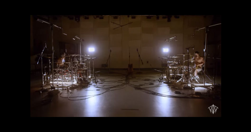 Bateristas de Twenty One Pilots e Chainsmokers produzem megamix com hits inspiradores do rock