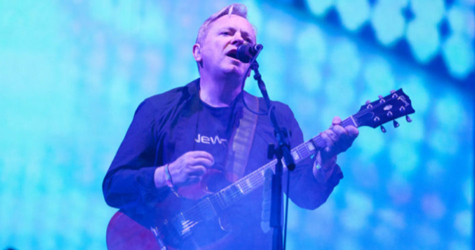 "New Order anuncia trabalho ao vivo e disponibiliza vídeo com performance de ""Sub-Culture"""