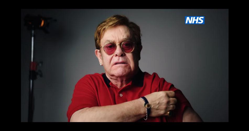 Elton John aparece em vídeo e convoca britânicos a se vacinarem contra Covid-19