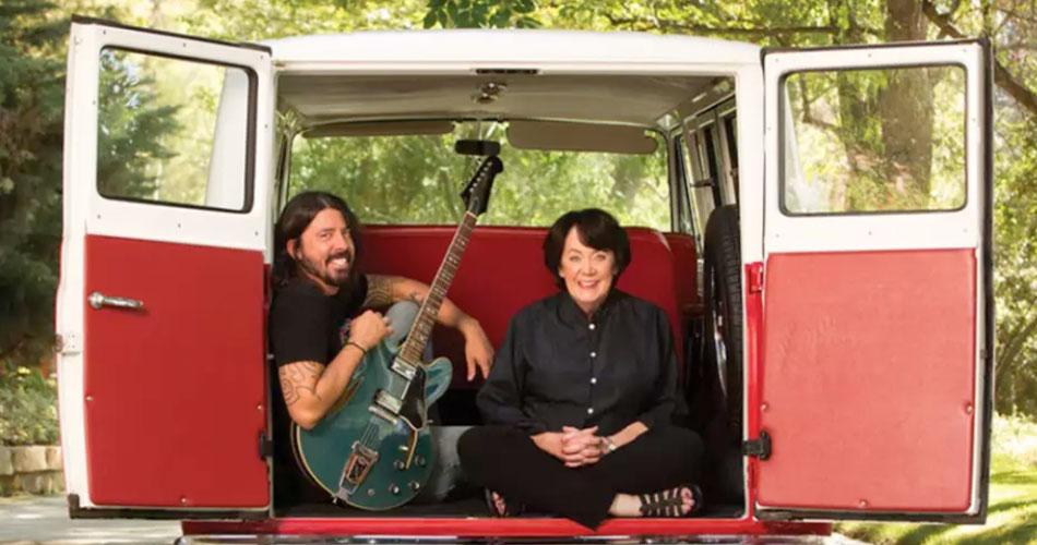 Nova série de Dave Grohl mostra relação de músicos com suas mães; veja trailer