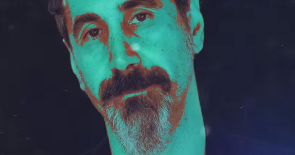 """Serj Tankian lança animação para seu novo single """"Your Mom"""""""