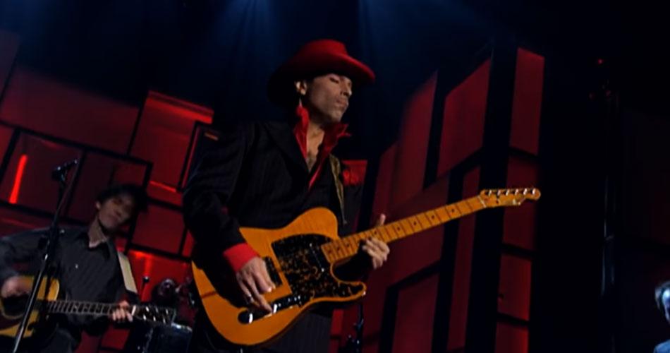 """Solo antológico de Prince em """"While My Guitar Gently Weeps"""", ganha novo vídeo"""