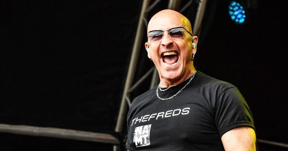 Crítico das vacinas, vocalista do Right Said Fred é hospitalizado com covid-19