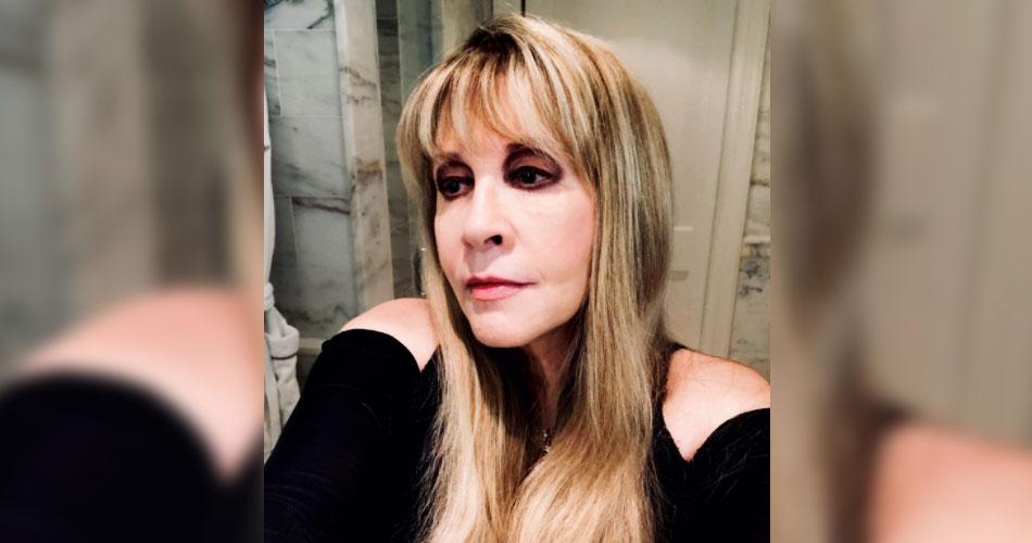 Com medo de contrair covid, Stevie Nicks cancela turnê pelos Estados Unidos