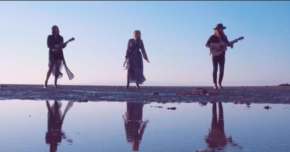 """The Wandering Hearts disponibiliza audição de novo álbum e lança clipe da faixa """"On Our Way"""""""
