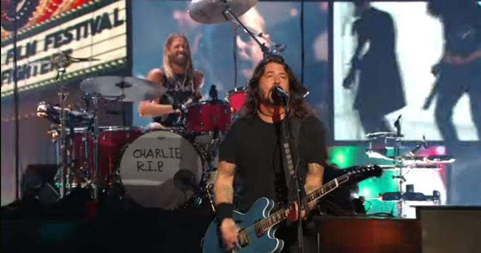 Foo Fighters recebe prêmio da MTV e faz homenagem a Charlie Watts