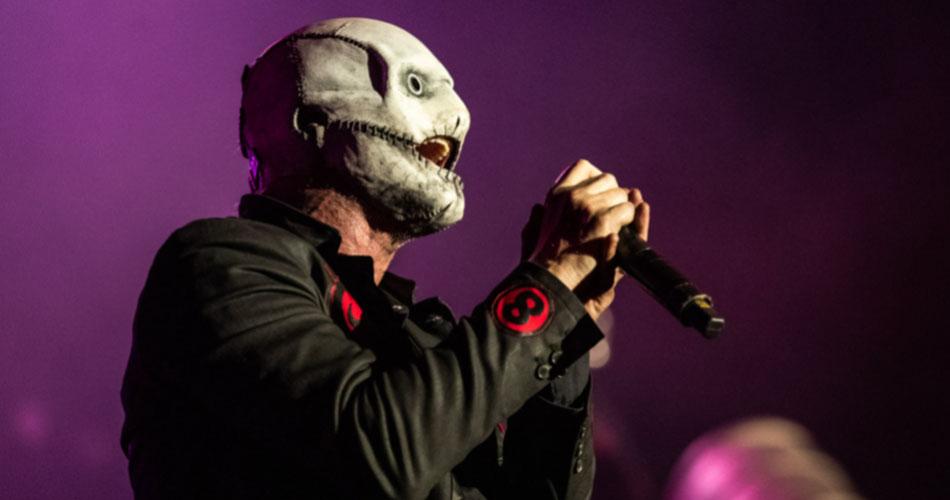 Corey Taylor estreia nova máscara em retorno do Slipknot aos palcos